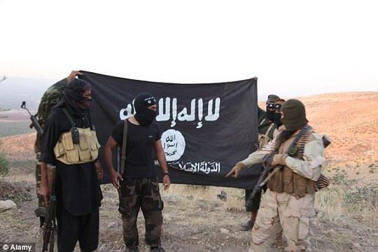 Các chiến binh vừa bật mí chiến thuật dùng bom bọ cạp sống khủng bố tinh thần người dân Iraq. Ảnh: Alamy