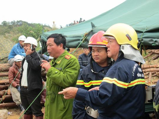 Cảnh sát PCCC Công an TP HCM đễn hỗ trợ cứu người