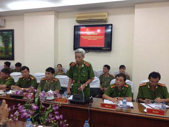 Thiếu tướng Phan Anh Minh (đứng) cho biết trong năm 2015 sẽ đánh mạnh tội phạm trộm cắp
