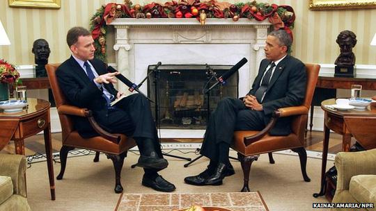 Tổng thống Mỹ Barack Obama (phải) trong cuộc phỏng vấn với đài NPR. Ảnh: NPR