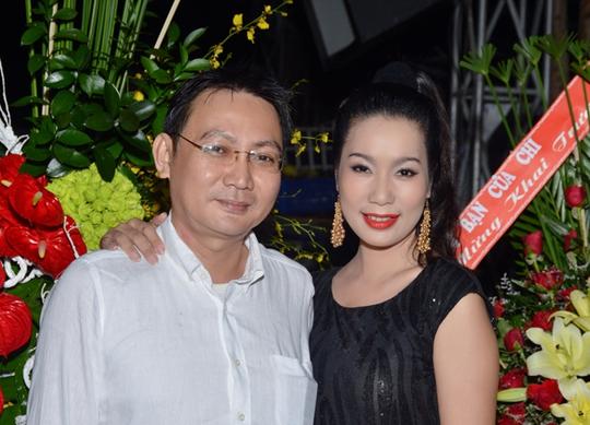 Trịnh Kim Chi được chồng tháp tùng trong một sự kiện