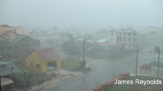 Bão nhiệt đới Xangsane đổ bộ Philippines tháng 9-2006. Ảnh: Wunder Ground