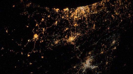 Xung đột tại Dải Gaza nhìn từ không gian. Ảnh: Twitter