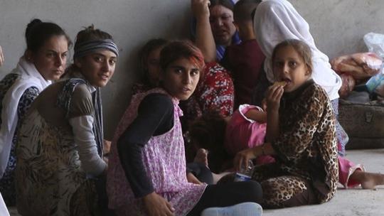 Nhiều phụ nữ người Yazidi bị IS giam cầm và biến thành nô lệ tình dục. Ảnh: Reuters