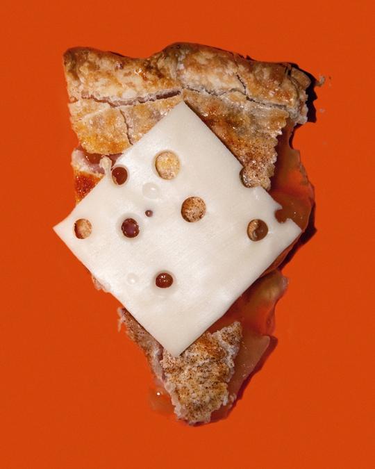 Lâu nay nhiều người lầm tưởng Wisconsin cấm phục vụ món bánh táo ở các nhà hàng công cộng mà không có phô mai. Tuy nhiên, thực ra đó chỉ là những lời đồn thổi nhưng không hiểu sao lại có nhiều người tin.