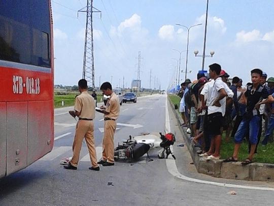 Hiện trường vụ tai nạn khiến người đàn ông tử vong ngay tại chỗ