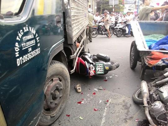 Hiện trường vụ tai nạn khiến người phụ nữ bị thương