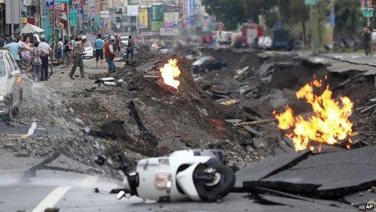 Hiện trường vụ nổ gas hôm 31-7. Ảnh: AP