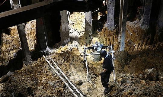 Quả bom gần 1 tấn được phát hiện tại một công trường xây dựng ở Hong Kong. Ảnh: SCMP