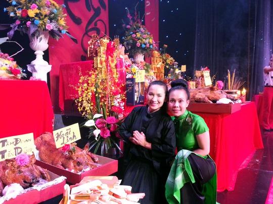 Việt Hương và ca sĩ Phi Nhung