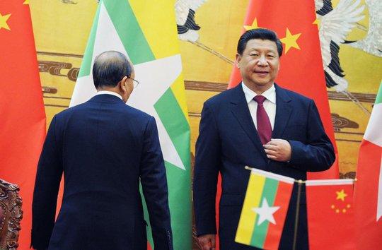 Chủ tịch Trung Quốc Tập Cận Bình (phải) phát biểu tại Đại lễ đường Nhân dân ở thủ đô Bắc Kinh hôm 27-6. Ảnh: Reuters