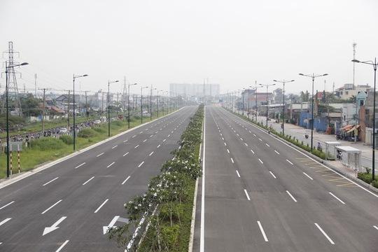Đường Phạm Văn Đồng (Tân Sơn Nhất – Bình Lợi – Vành đai ngoài) được đánh giá là công trình giao thông rất quan trọng của thành phố, nhằm kéo giảm ùn tắc giao thông nội thành.