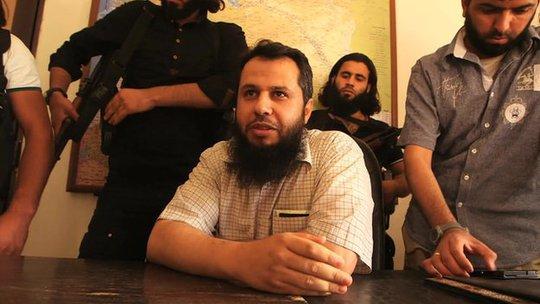 Thủ lĩnh Hassan Abboud (ngồi) vừa thiệt mạng trong một vụ đánh bom cảm tử. Ảnh: BBC