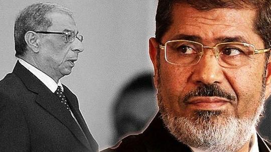 Tổng công tố viên Ai Cập Hisham Barakat (trái) - người vừa ra lệnh điều tra lãnh đạo 4 nước Mỹ, Anh, Đức và Israel về cáo buộc gián điệp. Ảnh: AP
