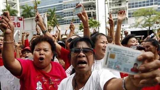 Phe áo đỏ bắt đầu biểu tình mạnh ở thủ đô Bangkok bắt đầu từ ngày 10-5. Ảnh: EPA
