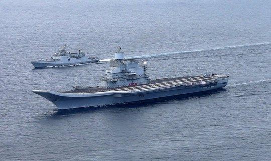 Tàu sân bay INS Vikramaditya được hộ tống về nước. Ành: Indian Navy