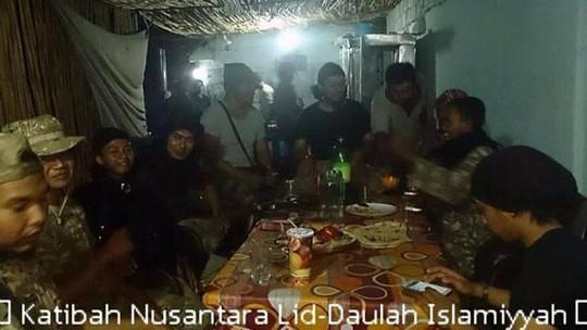 Bức hình của đơn vị Katibah Nusantara Lid Daulah Islamiyyah được một thành viên đăng tải lên Facebook. Ảnh: Facebook