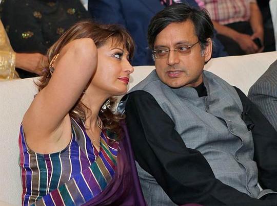 Vợ chồng Bộ trưởng Shashi Tharoor thời còn mặn nồng. Ảnh: India Today