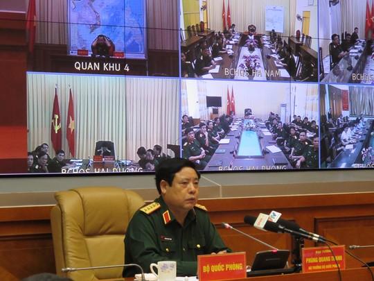 Đại tướng Phùng Quang Thanh-Bộ trưởng Bộ Quốc phòng, chủ trì cuộc họp trực tuyến với các đơn vị quân đội, chỉ đạo công tác chống bão số 3 vào chiều 16-9. Ảnh: Văn Duẩn