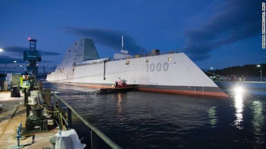 Khu trục hạm USS Zumwalt của Hải quân Mỹ. Ảnh: CNN