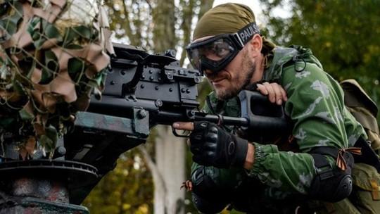 Các tay súng ly khai vẫn chiến đấu quyết liệt chống lại quân chính phủ ở miền Đông. Ảnh: BBC
