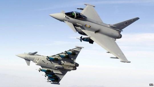 Chiến đấu cơ Typhoon xuất phát từ căn cứ RAF Leuchars ở Scotland. Ảnh: PA