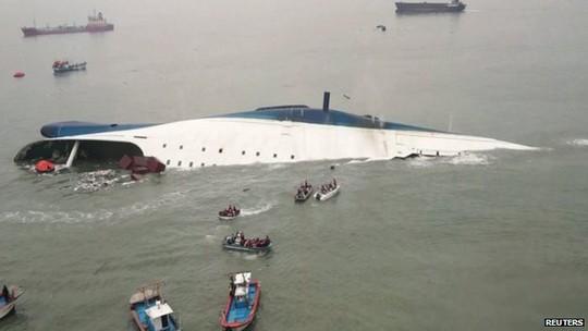 Tàu Sewol bị chìm hôm 16-4 ngoài khơi đảo Jindo. Ảnh: Reuters