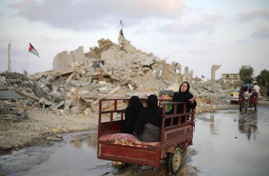 Người dân Palestine ở Dải Gaza lâm cảnh màn trời chiếu đất sau các cuộc xung đột giữa 2 phe Israel và Hamas. Ảnh: Reuters