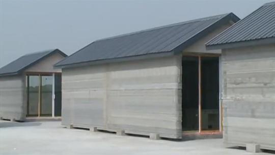Những ngôi nhà ra lò từ máy in 3D. Ảnh: Youtube