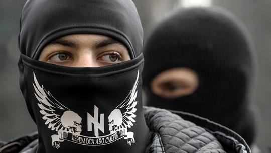 Thành viên phong trào cực hữu Right Sector. Ảnh: Reuters