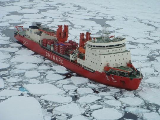 Tàu phá băng Tuyết Long của Trung Quốc tới Bắc Cực năm 2007. Ảnh: Pric.gov.cn