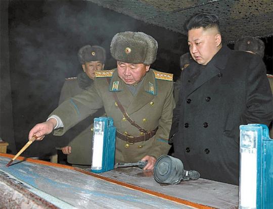 Lãnh đạo Kim Jong-un thị sát đơn vị quân đội 323 hôm 23-1. Ảnh: Rodong Simun