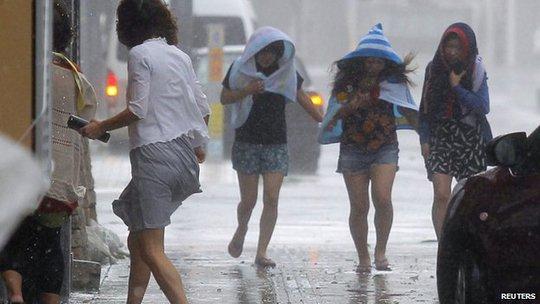 Siêu bão Neoguri tấn công Nhật Bản