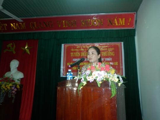 Chị Dương Thị Thu Thủy, người tố cáo tham nhũng từ chối nhận thưởng của Trung tâm Y tế huyện Thăng Bình. Ảnh: Tr.Thường