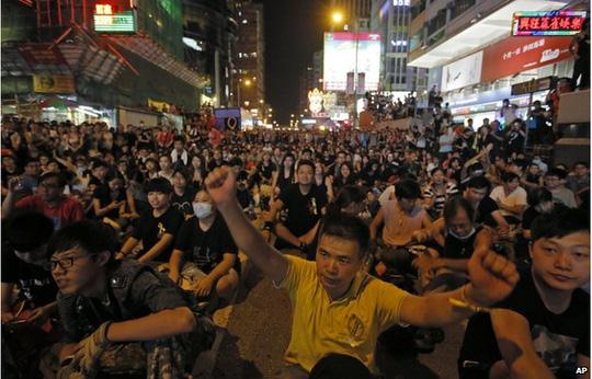Thousands of pro-democracy protesters gather at Hong Kongs Mong Kok district Monday, Sept. 29, 2014