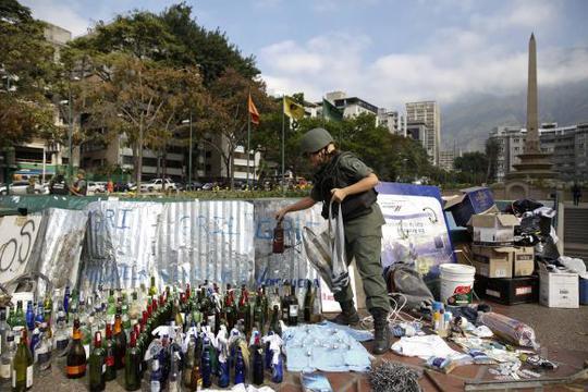 Binh sĩ thuộc lực lượng Vệ binh Quốc gia tại quảng trường Altamira hôm 17-3. Ảnh: Reuters