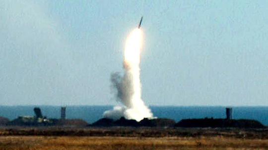 Một tên lửa S-300 của Ukraine phóng năm 2001. Ảnh: Reuters