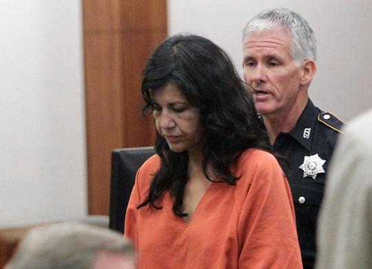 Nữ sát thủ giày cao gót Ana Trujillo tại tòa án hôm 31-3. Ảnh: AP