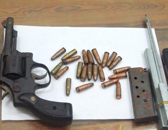 Khẩu súng và số đạn mà Dũng mang theo để phòng thân