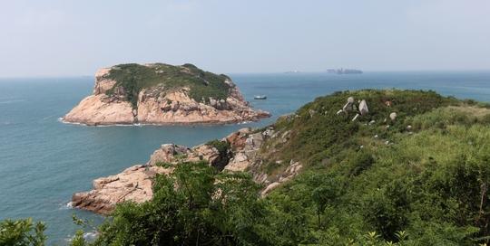 Hoạt động cứu hộ đang được triển khai ở phía Nam đảo Po Toi để tìm kiếm 11 thuyền viên Trung Quốc mất tích. Ảnh: SCMP