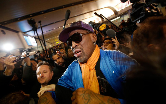 Cựu ngôi sao bóng rổ Dennis Rodman đang bị điều tra vì tặng quà xa xỉ cho Kim Jong-un. Ảnh: Reuters
