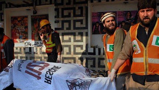 12 người chết trong cuộc tấn công bằng lựu đạn vào rạp chiếu phim khiêu dâm Shama, Pakistan hôm 11-2. Ảnh: News.com.au