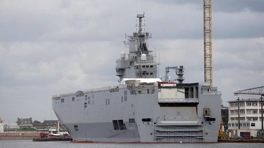Tàu sân bay trực thăng lớp Mistral. Ảnh: Reuters