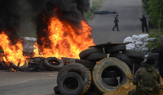 Đọ súng tại làng Andreyevka thuộc vùng Sloviansk ngay trước thềm cuộc trưng cầu dân ý. Ảnh: Đài tiếng nói Nga