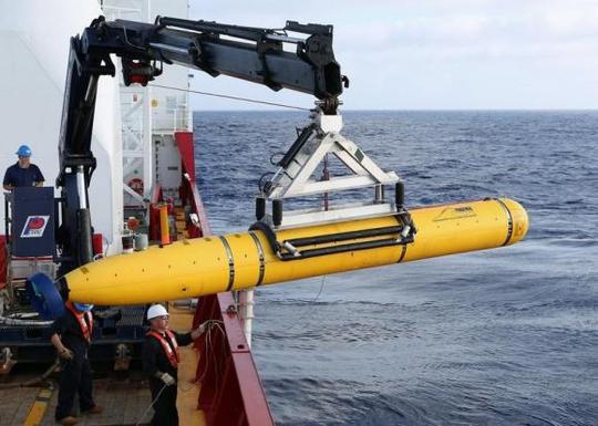 Tàu tự hành Bluefin-21 của Hải quân Mỹ tìm kiếm MH370 dưới đáy biển hôm 14-4. Ảnh: Reuters