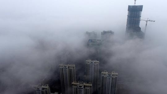 Khói bụi dày đặc đe dọa sức khỏe người dân Trung Quốc và các nước láng giềng. Ảnh: Reuters