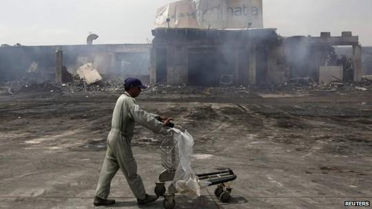 Sân bay thành phố Karachi bị tấn công hôm 8-6. Ảnh: Reuters
