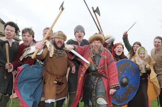 Người Viking hiện đại chuẩn bị cho ngày tận thế 22-2 sắp tới. Ảnh: Mirror