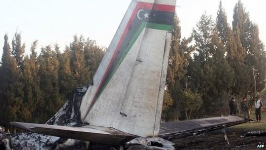 Chiếc máy bay quân sự Libya bị rơi ở miền Nam Tunisia khiến 11 người thiệt mạng. Ảnh: BBC