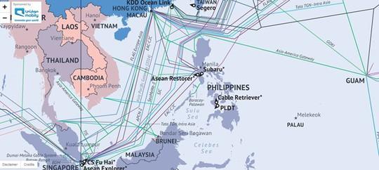 Tuyến cáp AAG (màu xanh lá, hai đoạn rẽ nhánh vào VN) có chi phí thuê rẻ hơn 1/3 so với các tuyến cáp quang biển trong khu vực.